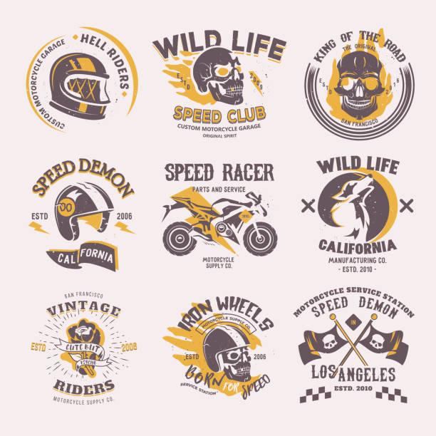 biker-symbol vektor reiter auf motorrad oder fahrrad und geschwindigkeit motorradfahrer racer auf icontype motor emblem illustration racing set isoliert auf weißem hintergrund - freilauf stock-grafiken, -clipart, -cartoons und -symbole