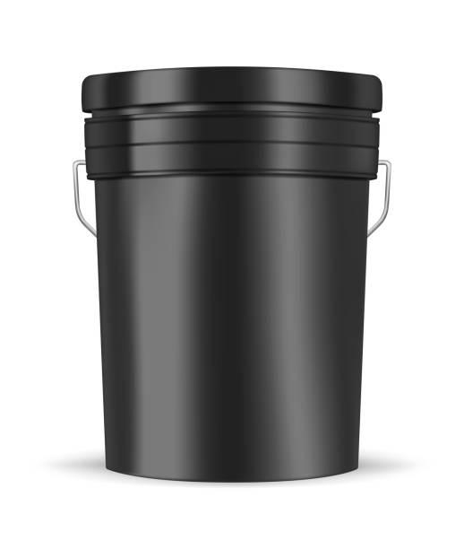 stockillustraties, clipart, cartoons en iconen met zwart glanzend metaal of kunststof emmer met handvat geïsoleerd op witte achtergrond, realistische vector mockup illustratie. pail container, sjabloon - emmer