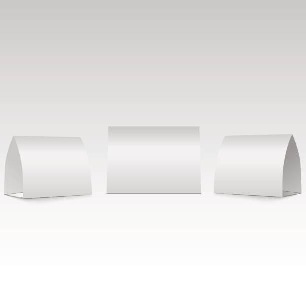 Tienda de mesa en blanco con sombras aislado sobre fondo blanco. Frente, izquierda y derecha de la vista. - ilustración de arte vectorial