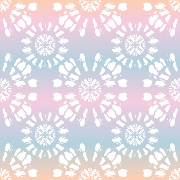 stockillustraties, clipart, cartoons en iconen met boho witte tie-dye shibori mirrored zonnestraal mandala op holografische achtergrond vector naadloze patroon - boho
