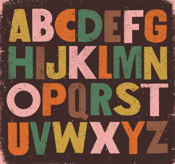 ilustraciones, imágenes clip art, dibujos animados e iconos de stock de audaz vintage sans serif alfabeto - font