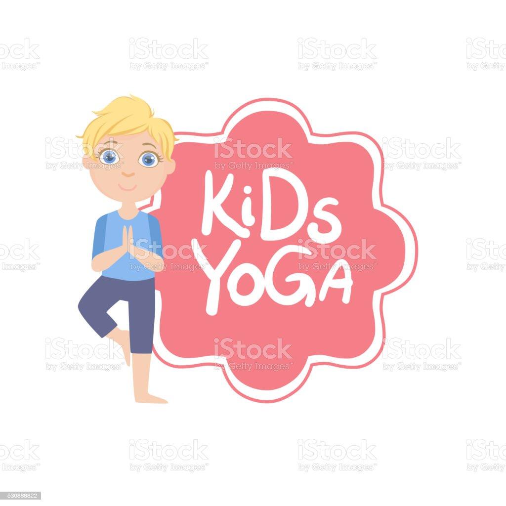 Garçon en posture de l arbre avec Logo de Yoga pour les enfants garçon en fec99e82e2f
