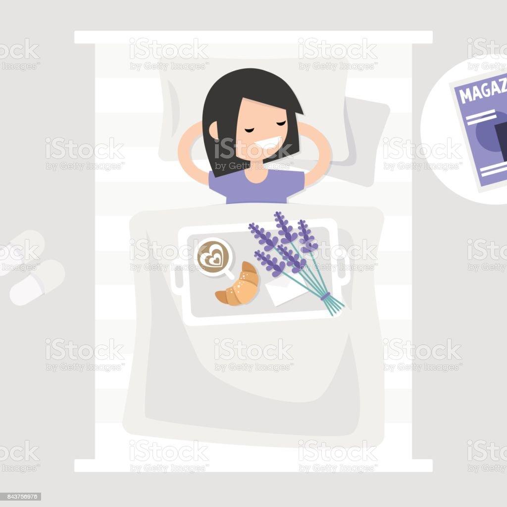 Frühstück im Bett. Ansicht von oben. Kaffee, Croissant und einem Blumenstrauß Lavendel auf einem Tablett. Romantische Beziehungen Konzept. Junge Charakter im Bett liegend. Flache 2.0 bearbeitbare Vektor-Illustration, ClipArt – Vektorgrafik