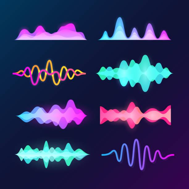 helle farbe klang stimme wellen auf dunklem hintergrund isoliert. abstrakte wellenform, musik equalizer und puls welle vektor-set - sound wave stock-grafiken, -clipart, -cartoons und -symbole
