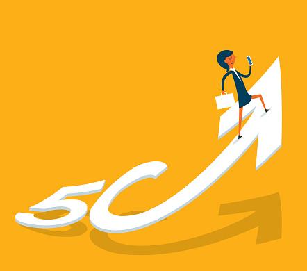 5G - Business Surfing - Businesswoman