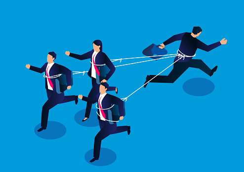 A businessman and three businessmen are tied with ropes and run in opposite directions, the concept of business competition and conflict