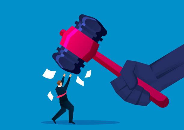 stockillustraties, clipart, cartoons en iconen met zakenman geraakt door hammer - faillissement