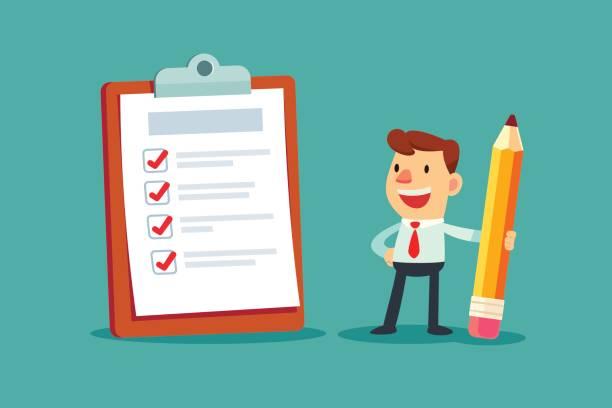 Geschäftsmann mit einem Bleistift betrachten ausgefüllte Checkliste auf Zwischenablage – Vektorgrafik