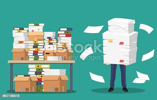ビジネスマンはオフィス ペーパーおよび書類の山を保持しています アメリカ合衆国のベクターアート素材や画像を多数ご