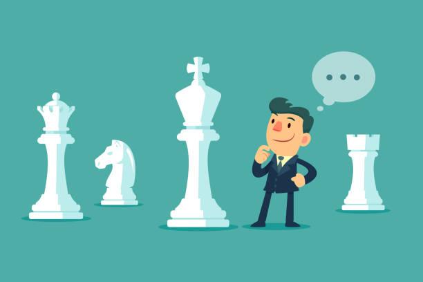 Geschäftsmann, stehen unter Schachfiguren, die Planung einer Strategie – Vektorgrafik