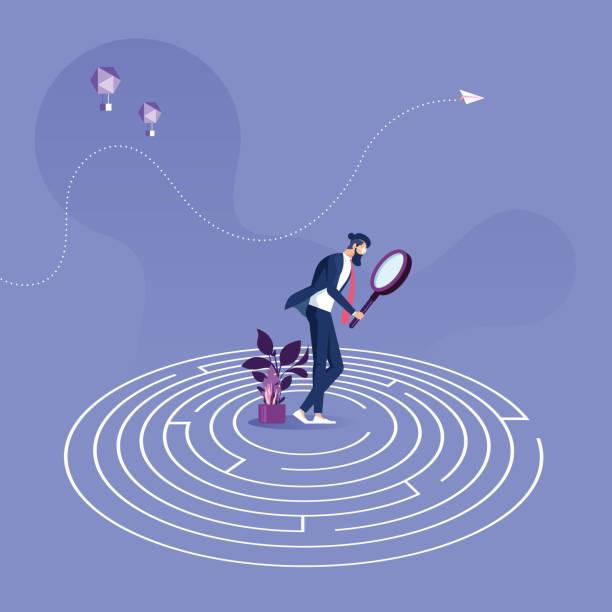 geschäftsmann steht in der mitte eines labyrinths versucht, ausweg out-business-problemlösungkonzept zu finden - feststecken stock-grafiken, -clipart, -cartoons und -symbole