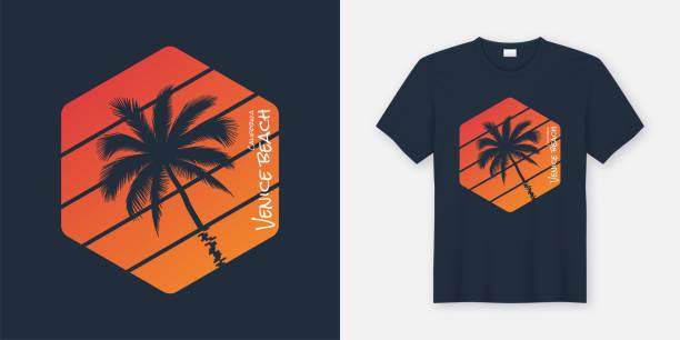 ilustraciones, imágenes clip art, dibujos animados e iconos de stock de venice beach california t-shirts y ropa de diseño, tipografía, impresión, ilustración del vector. - moda playera