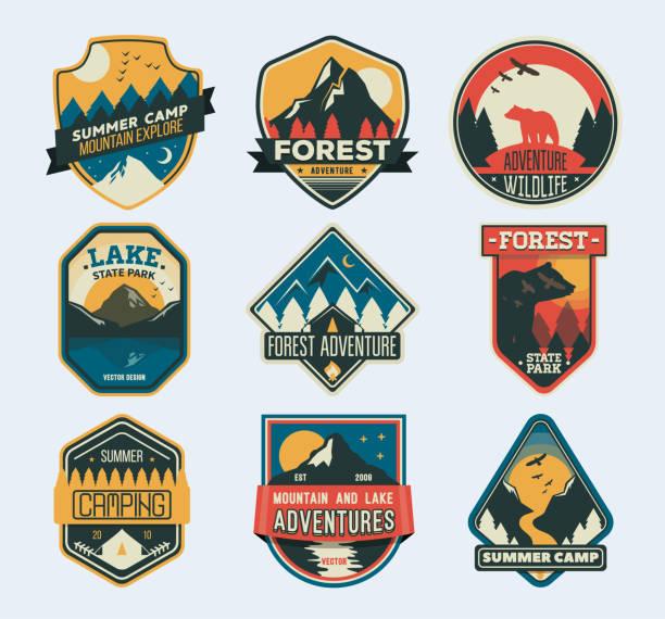 ilustrações, clipart, desenhos animados e ícones de patches de acampamento. distintivo para acampamento de floresta, campo de exploração, clube de esporte radical do turismo. - exterior