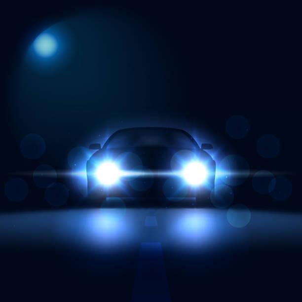 illustrations, cliparts, dessins animés et icônes de voiture dans la nuit avec des phares lumineux sur un fond sombre avec bokeh, la silhouette de la voiture avec les phares au xénon, illustration vectorielle - voiture nuit