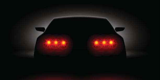 stockillustraties, clipart, cartoons en iconen met auto koplampen schijnen in de donkere achteraanzicht - mist donker auto