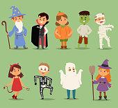 漫画かわいい子供たちのハロウィーンの衣装を着てのベクトル文字。小さな子供の人々 ハロウィーン ドラキュラ、魔女、幽霊、ゾンビの子供の衣装。子供の頃の楽しい漫画の男の子と女の子の衣装