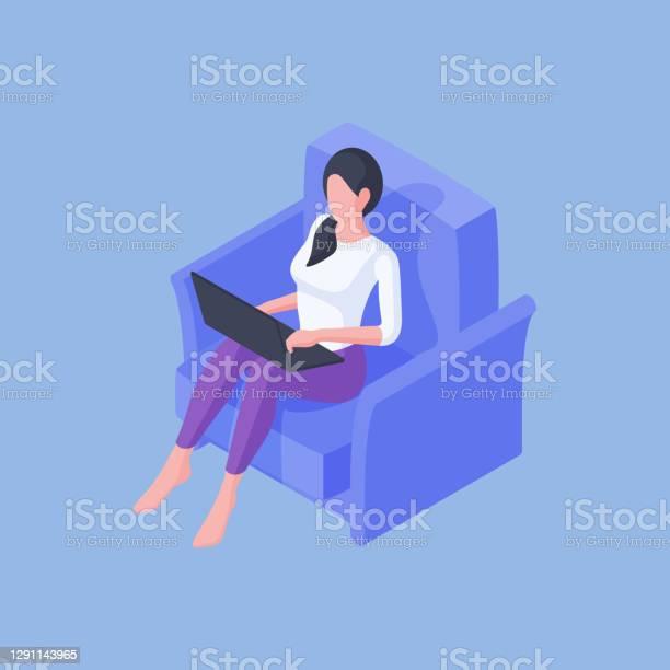 Dorywczo Kobieta Siedząca Z Laptopem W Fotelu - Stockowe grafiki wektorowe i więcej obrazów Budowla mieszkaniowa