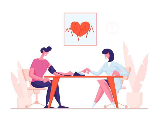bildbanksillustrationer, clip art samt tecknat material och ikoner med kontroll av arteriellt tryckkoncept. kvinnlig läkare som använder digital enhet tonometer för mätning av manliga patient blodtryck. medicinsk utrustning, övervakning hälso-och sjukvård cartoon flat vector illustration - kardiolog