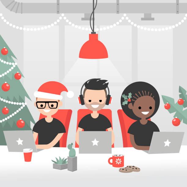 weihnachtliche stimmung im büro. tausendjährige mitarbeiter an die dekorierten offenen raum. weihnachtsbaum, girlanden, beeren der stechpalme, heiße schokolade und kekse. symbole der winterferien - firmenweihnachtsfeier stock-grafiken, -clipart, -cartoons und -symbole