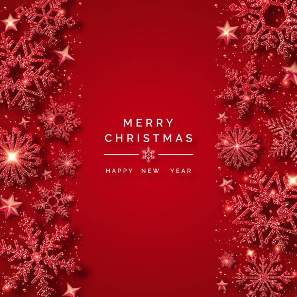 輝く赤い雪と雪とクリスマスの背景。赤の背景にメリークリスマスカードのイラスト。きらめく光沢のある雪の結晶とキラキラした質感 - クリスマス点のイラスト素材/クリップアート素材/マンガ素材/アイコン素材