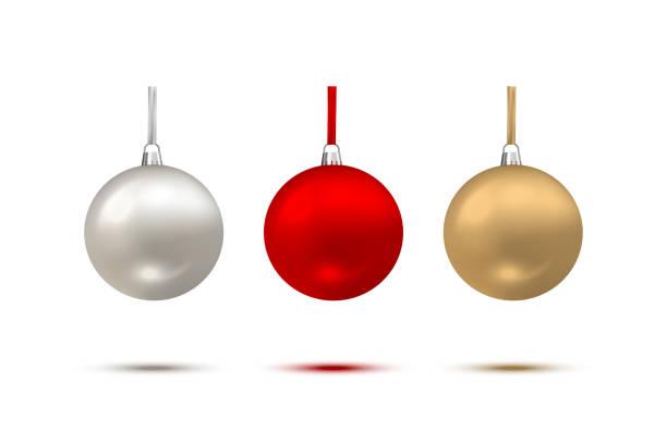 stockillustraties, clipart, cartoons en iconen met kerstballen geïsoleerd op een witte achtergrond. vector vakantie ontwerpelementen. - kerstbal