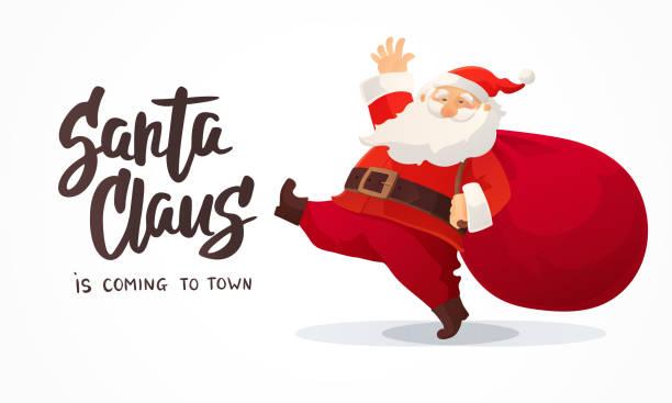 weihnachtskarte. lustige cartoon weihnachtsmann mit riesigen roten tasche mit geschenken. hand gezeichneten texts - santa claus kommt in die stadt - santa stock-grafiken, -clipart, -cartoons und -symbole