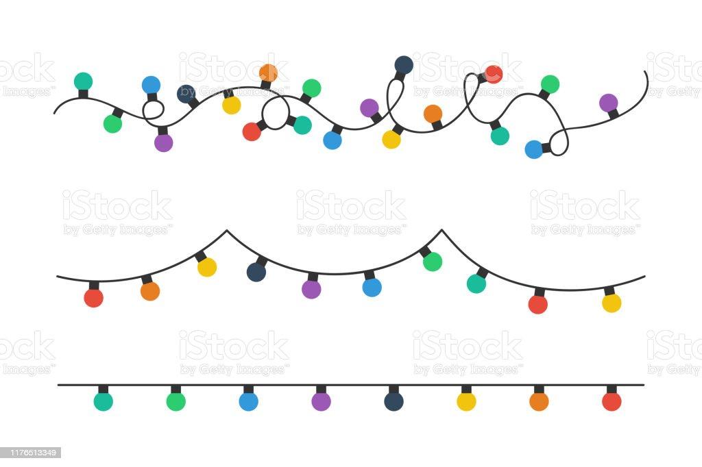 Рождественские лампочки. Красочные рождественские огни луковицы изолированы на белом фоне. Цветные гирлянды. Свет луковицы в простой модн� - Векторная графика Ёлочная гирлянда роялти-фри