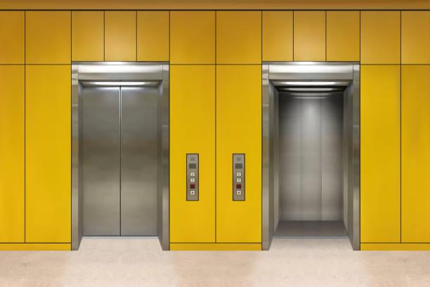 chrom-metall bürogebäude aufzugtüren. offene und geschlossene variante. realistische vektor illustration gelbe wand paneele bürogebäude aufzug - türposter stock-grafiken, -clipart, -cartoons und -symbole
