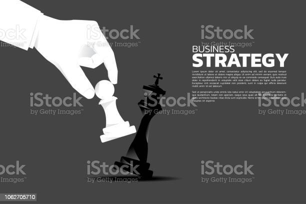 Close Up Businessman Hand Take A Checkmate On Chess Board Game - Arte vetorial de stock e mais imagens de Acima