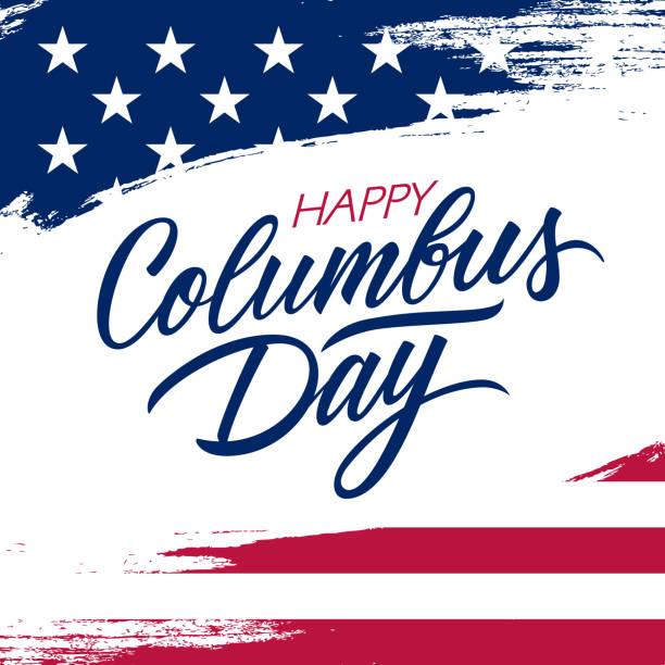 미국 국기 색과 글자 텍스트 해피 콜럼버스 날 손에서 브러시 스트로크 배경과 미국 콜럼버스의 날 인사말 카드. - columbus day stock illustrations