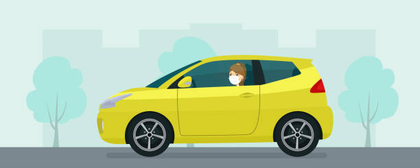 抽象的な街並みを背景に運転医療マスクの若い女性とコンパクトなハッチバック車。ベクトルフラットスタイルのイラストレーション。 - 車点のイラスト素材/クリップアート素材/マンガ素材/アイコン素材