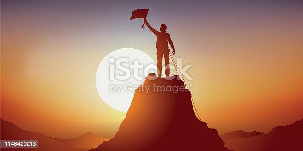 Concept de l'exploit sportif, avec un alpiniste vainqueur au sommet d'une montagne, qui agite un drapeau en signe de victoire.