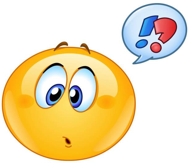ilustraciones, imágenes clip art, dibujos animados e iconos de stock de emoticono confundido con burbujas de discurso - emoji confundido