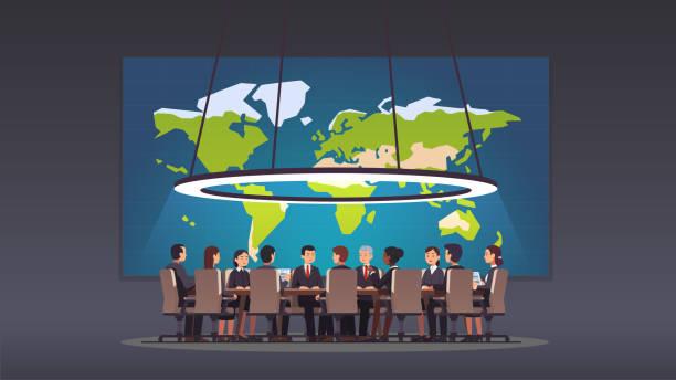 기업 비즈니스 남자 및 여자 사람들이 큰 보드 룸에서 라운드 테이블에 앉아. 정치인 및 경영자 그룹 전략을 논의 합니다. 세계 지도 함께 큰 전쟁 방입니다. 컨퍼런스 홀, 회의실 또는 모임 방. � - 정치와 정부 stock illustrations