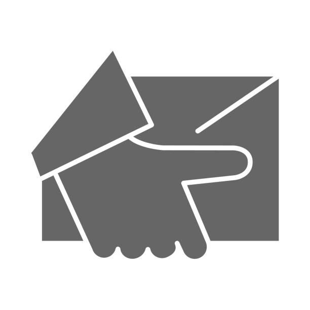 kurier lieferung solide symbol, logistik-symbol, hand halten paket oder brief vektorzeichen auf weißem hintergrund, home delivery-symbol im glyphen-stil für mobile und web-design. vektorgrafiken. - gliedmaßen körperteile stock-grafiken, -clipart, -cartoons und -symbole