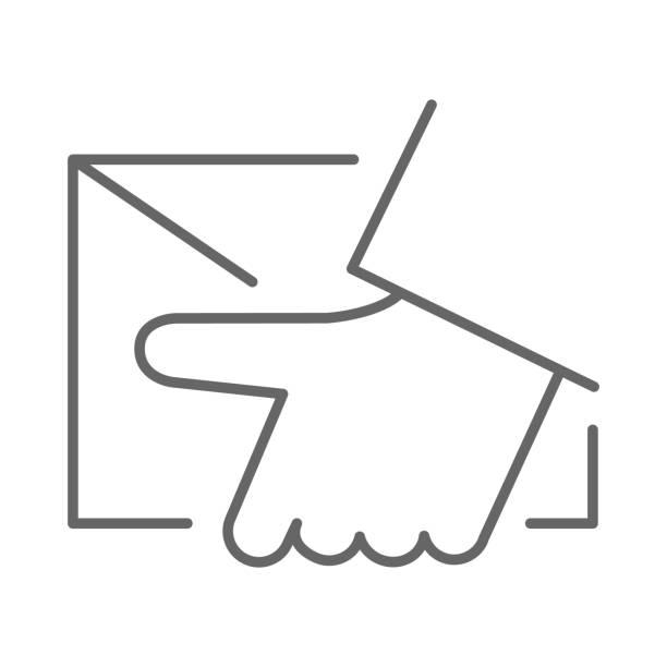 kurier-lieferung dünne linie symbol, logistik-symbol, hand halten paket oder brief vektorzeichen auf weißem hintergrund, home delivery-symbol im umriss-stil für mobile s- und web-design. vektorgrafiken. - gliedmaßen körperteile stock-grafiken, -clipart, -cartoons und -symbole