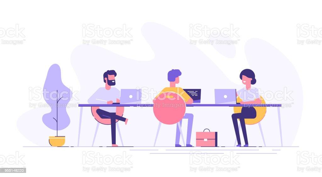 Espacio coworking con personas creativas, sentado en la mesa. Equipo de negocios trabajando juntos en el gran escritorio con ordenadores portátiles. Ilustración de vector de estilo de diseño plano. - ilustración de arte vectorial