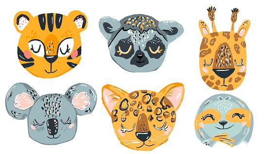 Cute animals hand draw doodle. Set of hand drawn smiling characters. Cartoon zoo. Chetah, tiger, coala, giraffe, lemur. Vector illustration