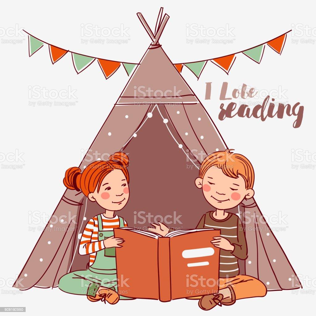 Joli Garcon Et Fille Dans Une Tente Tipi Lecture Livre