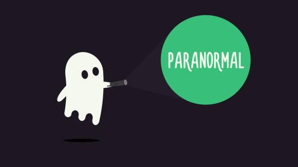 niedliche gespenst charakter zeigt mit seiner taschenlampe auf das wort paranormal. vektor-illustration-design - geistergeschichten stock-grafiken, -clipart, -cartoons und -symbole