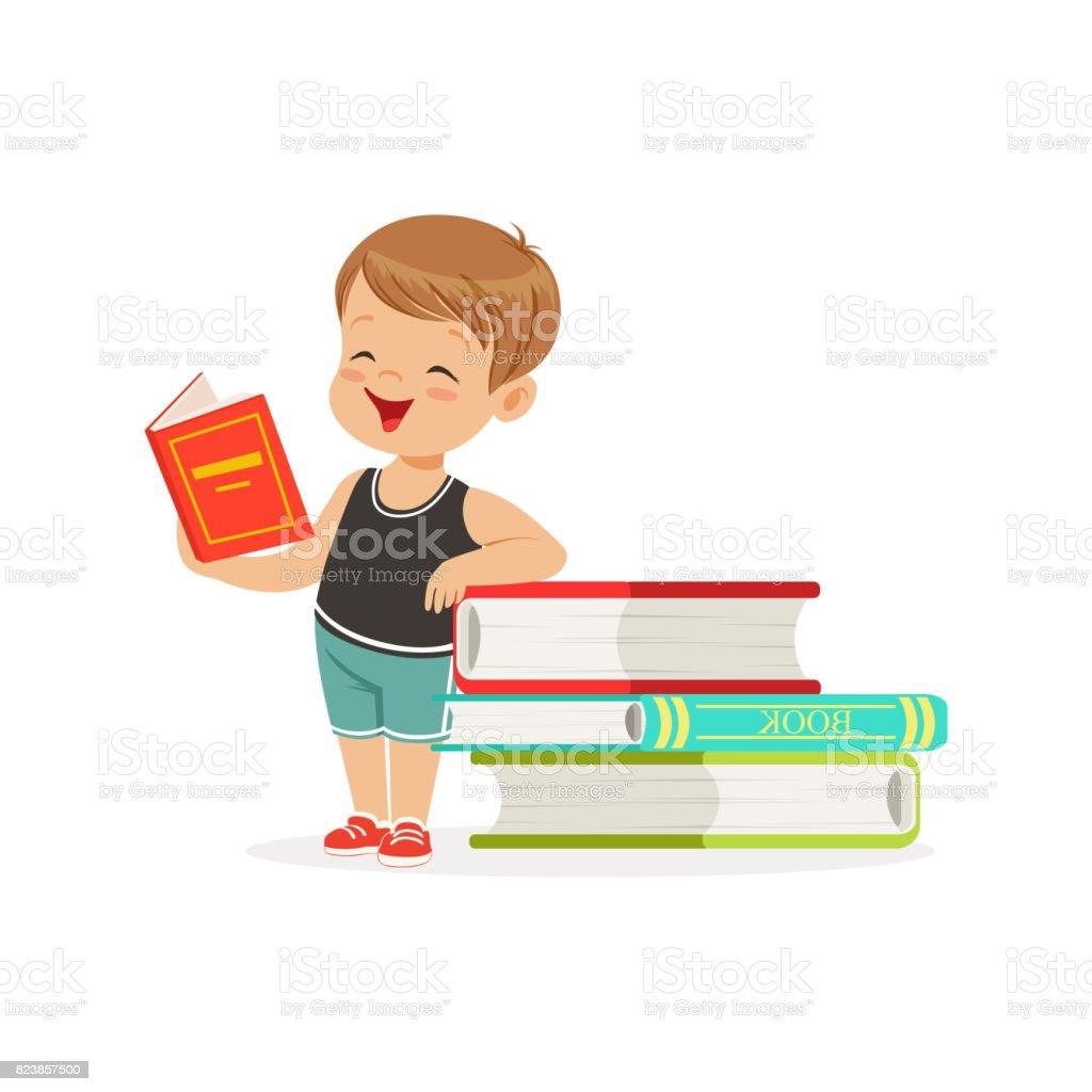 Sevimli Kucuk Cocuk Bir Yigin Kitap Yaninda Bir Kitap Okuma