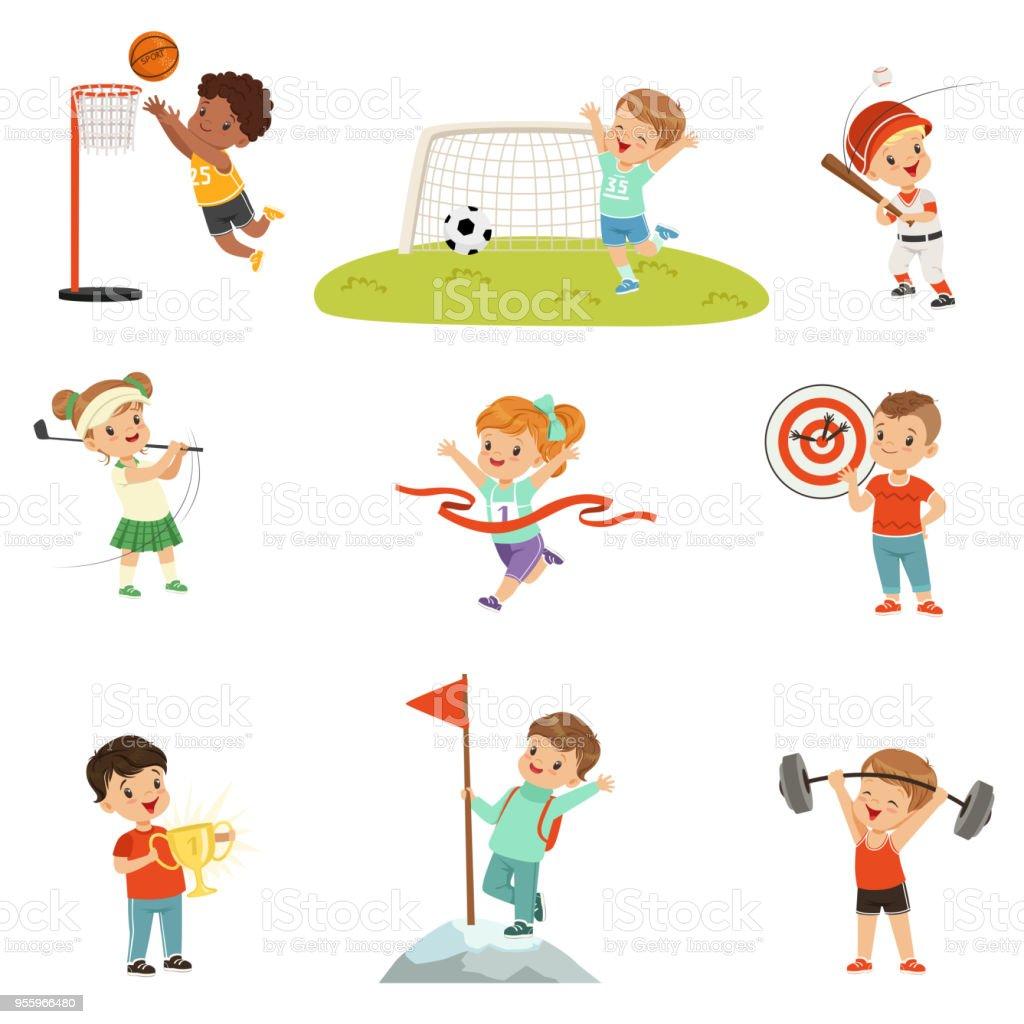 Niedliche Kleine Kinder Spielen Verschiedene Sportarten