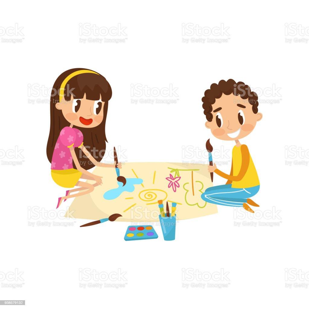 Mignon Petit Enfants Assis Sur Le Sol Et Des Peintures De Dessin Sur