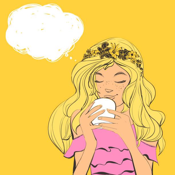 illustrations, cliparts, dessins animés et icônes de femme mignonne avec diadème de taches de rousseur et des fleurs sur beaux cheveux, boire du thé. illustration vectorielle avec bulle de texte. - femme tache de rousseur
