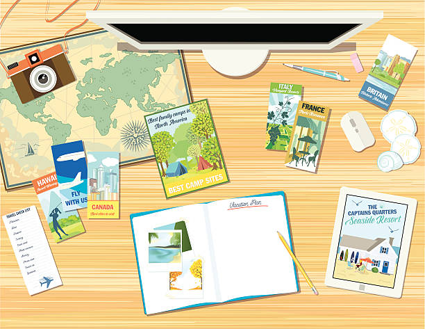 schreibtisch mit objekten für einen urlaub planen oder eine reise  - forschungsurlaub stock-grafiken, -clipart, -cartoons und -symbole