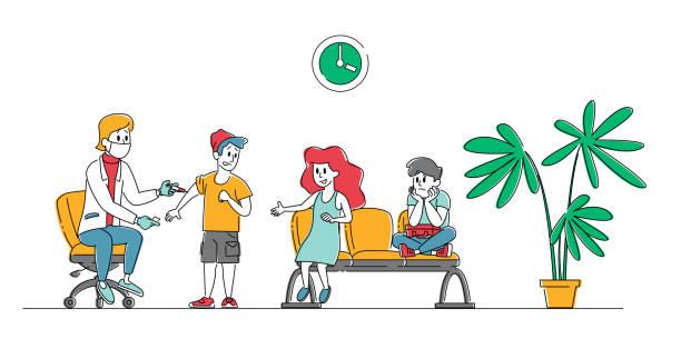 illustrations, cliparts, dessins animés et icônes de docteur caractère mettre l'injection de vaccin avec syringe aux enfants. les enfants se faire vacciner contre la grippe ou la grippe. ill prevention people checkup vaccinate, soins de santé. illustration linéaire de vecteur - vaccin enfant