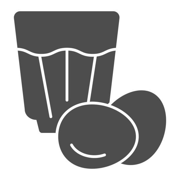 ilustraciones, imágenes clip art, dibujos animados e iconos de stock de icono sólido eggnog. ilustración vectorial de bebida de huevo aislada en blanco. diseño de estilo de glifo de cóctel de huevo, diseñado para web y aplicación. - clavo especia