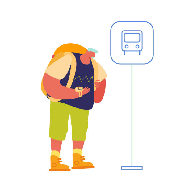 älterer mann backpacker warten bus auf pendlerstation genießen urlaub. senior traveler mit rucksack wanderabenteuer. tourist walking route outdoors aktivität. cartoon flache vektor-illustration - tour bus stock-grafiken, -clipart, -cartoons und -symbole