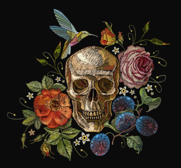 illustrations, cliparts, dessins animés et icônes de crâne de broderie et roses, raisins, bourdonnement oiseaux et fleurs. dia de muertos art, jour des morts. des crânes humains broderie gothique et roses rouges, le modèle de vêtements et t-shirt design - tatouages de fleurs