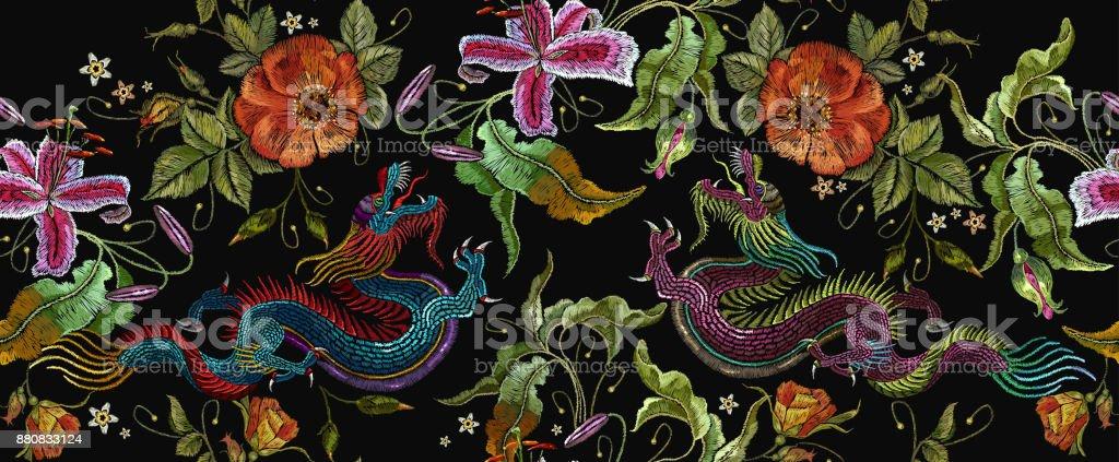 zwei chinesische drachen und rosen blumen nahtlose. Black Bedroom Furniture Sets. Home Design Ideas